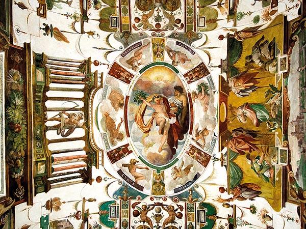 Gli affreschi della Sala degli Uccelli